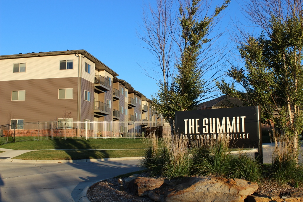 Summit at Sunnybrook Village Housing