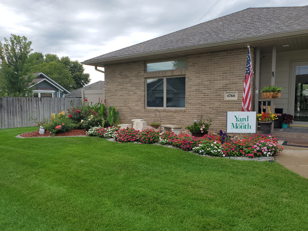 4766 Birch Way- Sioux City Yard of the Month